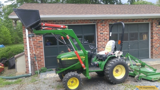 John Deere 4100 loader bucket curled by Mario