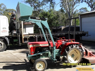 yanmar 1500 compact tractor loader raised curled bucket